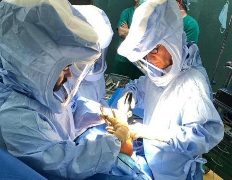 Traumatólogos del HUC en intervención de fractura / CanariasNoticias.es