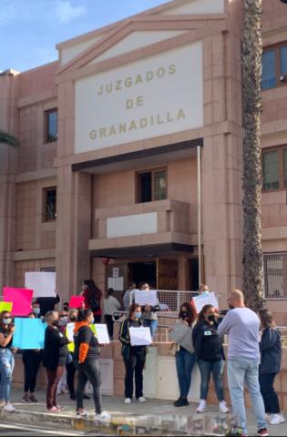 Protestas ante el juzgado/ canariasnoticias