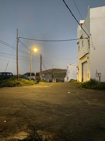 El Ayuntamiento de Arucas coloca nueva luminaria fotovoltaica en cuatro barrios del municipio/ canariasnoticias