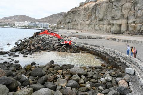 Obras de saneamiento de la piscina natural de Anfi en Mogán (Gran Canaria) / CanariasNoticias.es