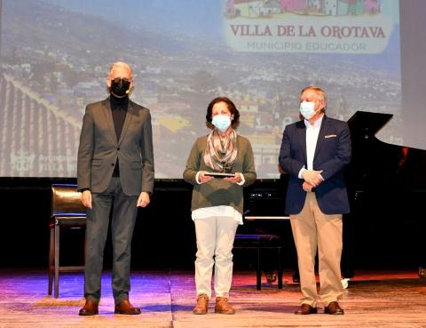 Homenaje a los maestros jubilados de La Orotava (Tenerife) / CanariasNoticias.es