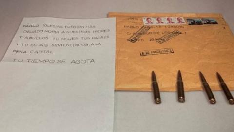 La foto con la carta y las balas que publicó Pablo Iglesias y que, según policías, dificulta la investigación