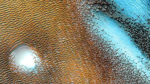 Dunas azules captadas en Marte