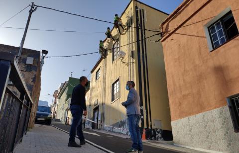 Trabajos de rehabilitación de la fachada de la Casa Amarilla de San José de San Juan de la Rambla (Tenerife) / CanariasNoticias.es