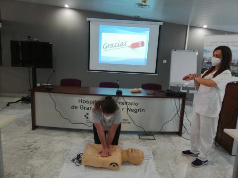 Taller de reanimación cardiopulmonar en Aula de Pacientes Doctor Negrín (Gran Canaria) / CanariasNoticias.es