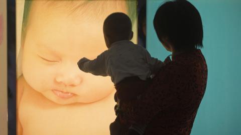China permitirá tener tres hijos por familia