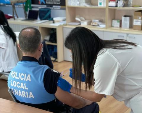 Vacunación contra Covid-19 de policía local canario / CanariasNoticias.es