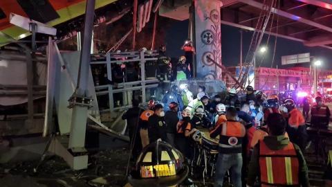 El lugar donde un puente de metro se desplomó en Ciudad de México, México, el 3 de mayo de 2021