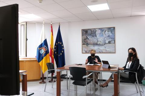 Elena Máñez y Dácil Domínguez en el encuentro con para coordinar relaciones económicas con Reino Unido / CanariasNoticias.es