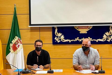 El presidente del Cabildo de Fuerteventura, Sergio Lloret y David de Vera  / CanariasNoticias.es