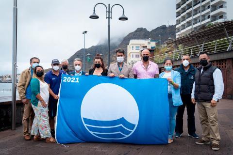 Izado de la Bandera Azul en la piscina natural del Arenisco en La Laguna / CanariasNoticias.es