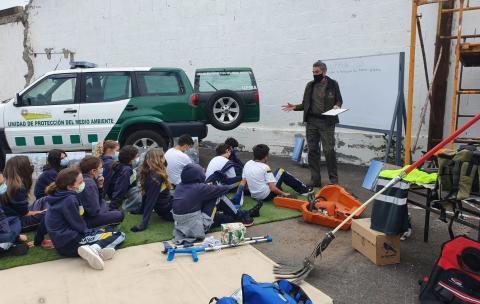Charla de la Unidad de Protección del Medio Ambiente de La Laguna en el Colegio Mayco