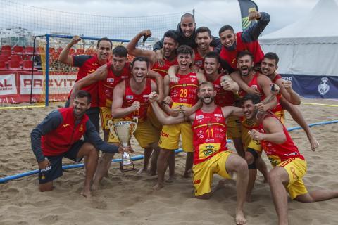 La selección española masculina de balonmano en la playa de Las Canteras / CanariasNoticias.es