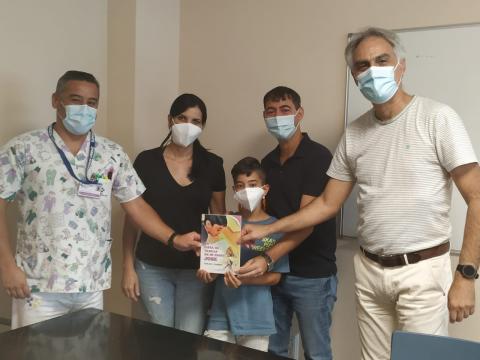 Donación de libros al Hospital General de Fuerteventura / CanariasNoticias.es