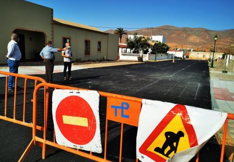 obras de Reasfaltado y Accesibilidad en la calle Deporte de Antigua / CanariasNoticias.es