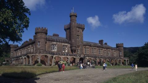 El castillo de Kinloch en la isla de Rum, Escocia