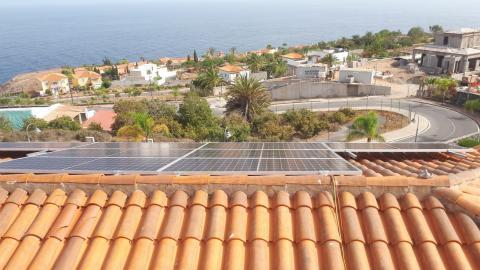 Placas fotovoltaicas en la Residencia de Mayores de Alajeró (La Gomera) / CanariasNoticias.es