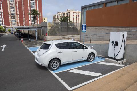 Punto de recarga de vehículos eléctricos en Infecar en Las Palmas de Gran Canaria / CanariasNoticias.es