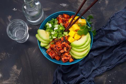 poke bowl de salmón noruego
