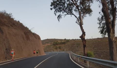 Peregrinos en la carretera de Teror (Gran Canaria) / CanariasNoticias.es